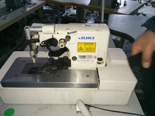 buttonholing JUKI MBH-180 1